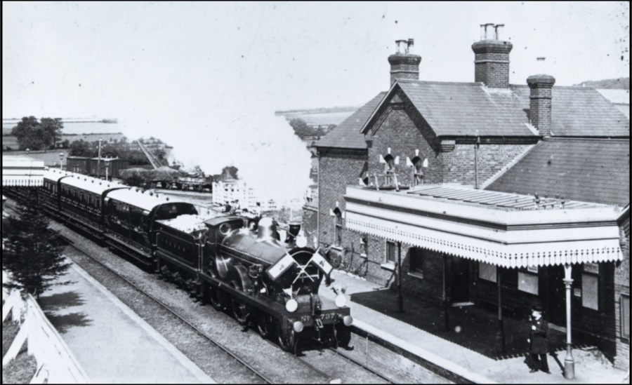 "Royal train carrying the Shah of Persia passing through Charing in Nov. 1919 on his way home via Dover after a state visit.  SE&CR ""D"" Class locomotive No 737, built at Ashford in 1901, and now preserved in the National Railway Museum in York"